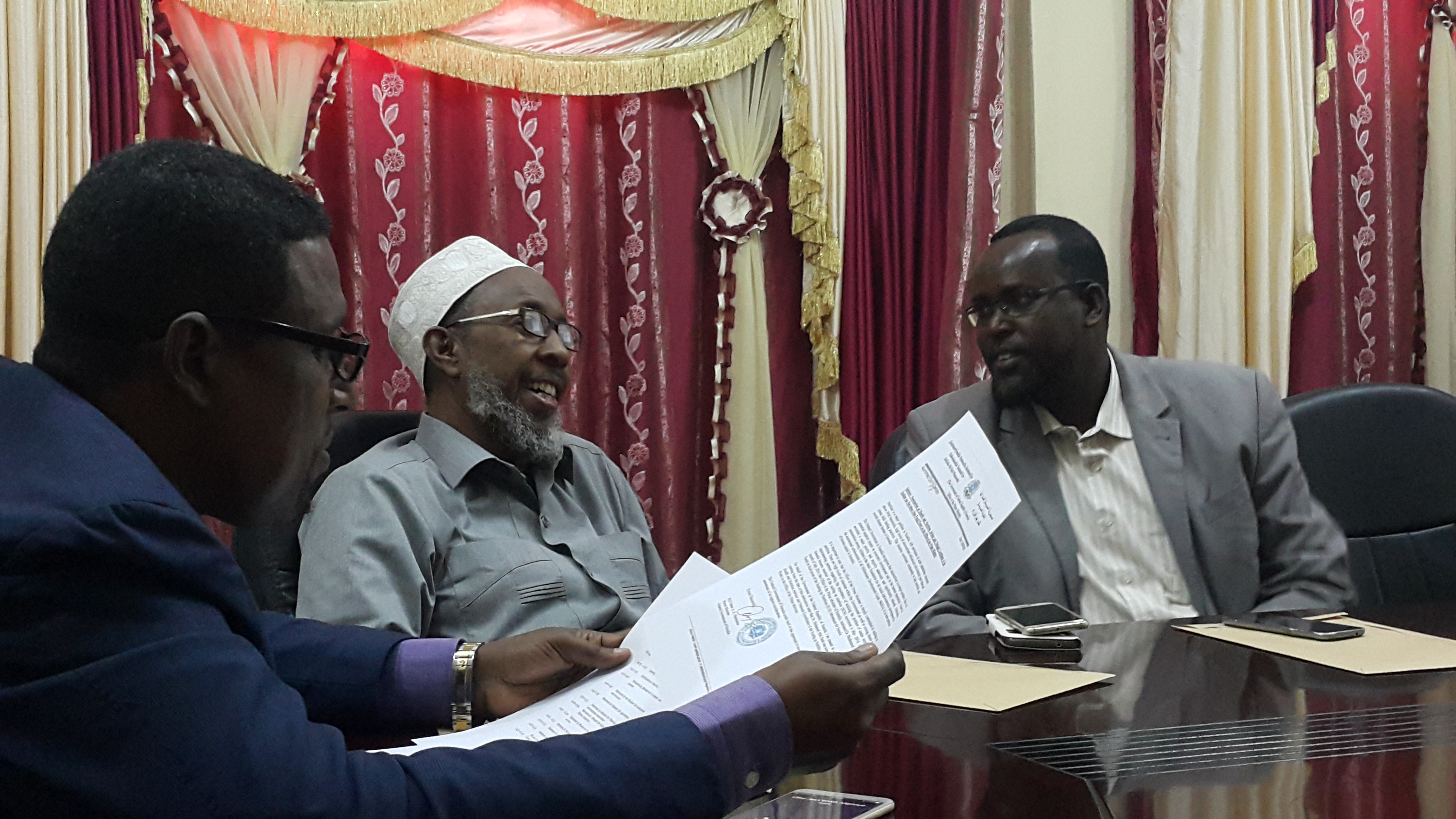 (Right) Dr. Mohamed Abdi Farah, Health and Nutrition Adviser and SUN Government Focal Point, Somalia at the meeting.