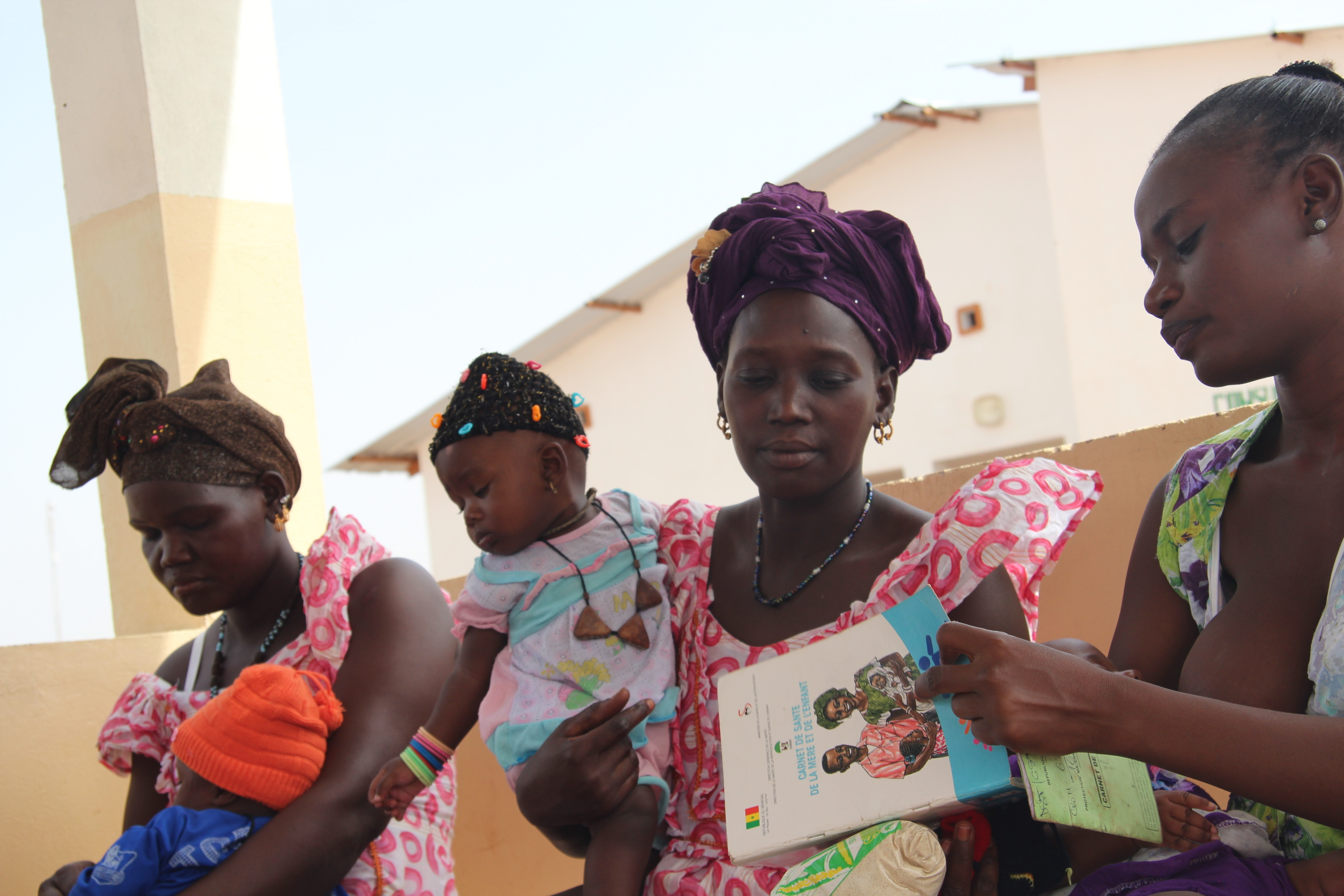 Mothers and babies at a weight monitoring session in Senegal. © H. Kampman