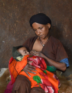 Bayush breastfeeds her child © Kenaw G/ECSC-SUN'