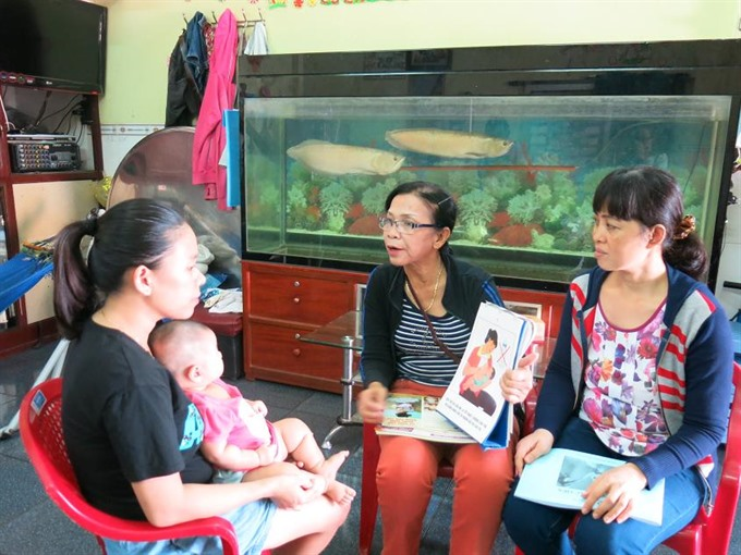 Health workers instruct mothers to adopt nutrition, safety and malnutrition prevention practices for children in Quy Nhơn City, Central Binh Dinh Province. — Photo syt.binhdinh.gov.vn